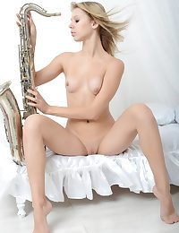 Attractive saxophonist